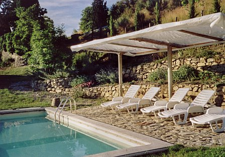 afternoon-sun-at-the-villa-paterno-pool.jpg